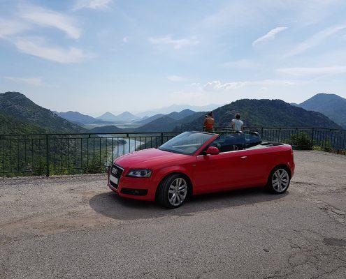 Авто на фоне каньона реки Црноевича