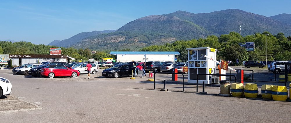 Парковка аэропорта Тиват